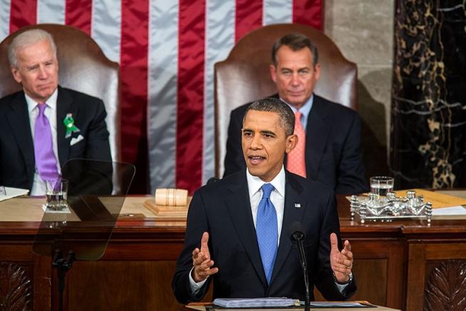 """一般教書演説を行うバラク・オバマ米国大統領(2013年2月12日、ホワイトハウスの公式フォトギャラリーの""""<a href=""""http://www.whitehouse.gov/photos-and-video/photogallery/2013-state-union-address"""">2013 State of the Union Address</a>""""より)"""