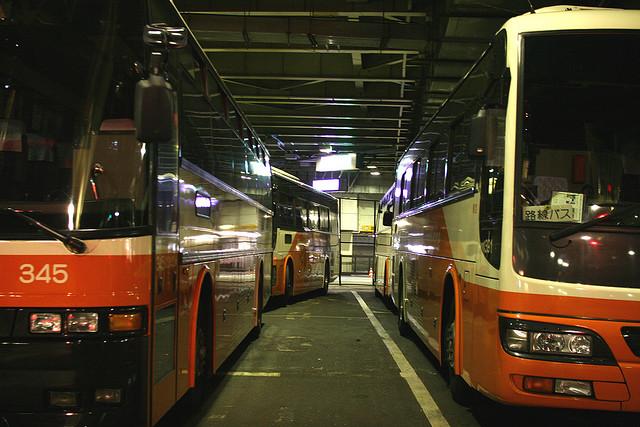 空港と都心を結ぶリムジンバス(Flickrより、OiMax氏によるCC BY 2.0画像を使用)