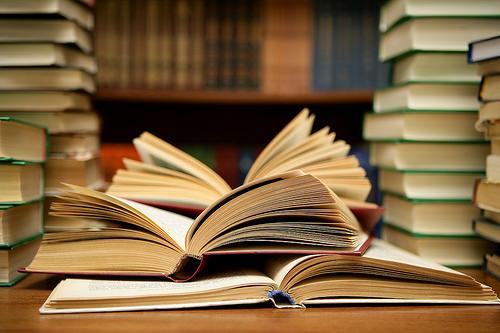 本を定価より安く買えれば、もっと多くの本が買える。