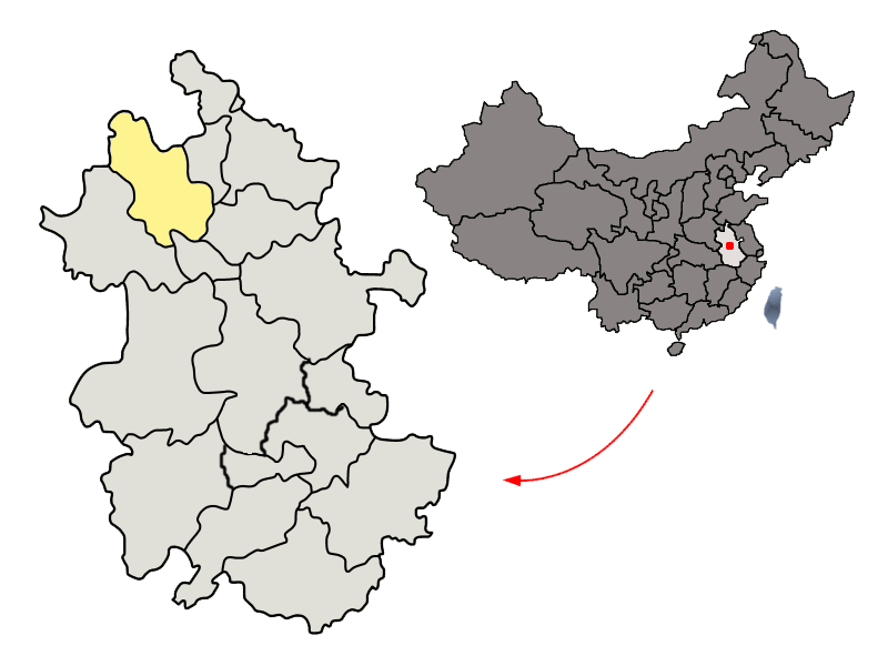 〔左側〕亳州市が安徽省内のどの位置にあるかを示した地図、〔右側〕安徽省が中国国内のどの位置にあるかを示した地図。
