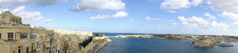 マルタの首都ヴァレッタから地中海をのぞむ